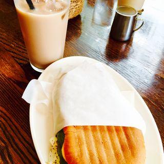 本日のパニーニ(サラミ&モッツァレラチーズ)(Muu Muu&il Bar CENTRAL BANCO (ムウムウ エイル バール・セントラル バンコ))