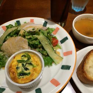 キッシュ&サラダ(カフェ・カトル・ヴァン・ヌフ (CAFE89))