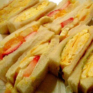 フルーツ&玉子サンド(トースト)(はまの屋パーラー)