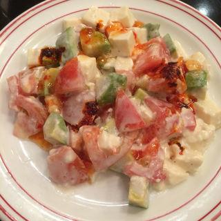 アボカドトマト豆腐サラダ(ドラゴン レッド リバー 阪急西宮ガーデンズ店)