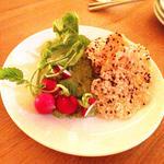 アヴォカドと豆腐のディップ w/ キヌアクラッカー