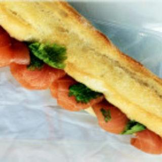 スモークサーモンのハーブソースサンド(イッツサンドイッチマジック 伊勢丹新宿本店 (It's sandwich magic))