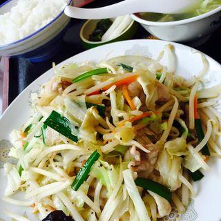 肉野菜炒め定食(中華料理 栄楽)