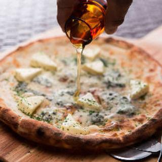 ゴルゴンゾーラとクリームチーズのハニーピザ