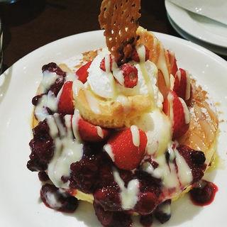 ベリーパフェパンケーキ(アクイーユ )