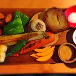朝採り野菜の鉄板焼きバーニャカウダ