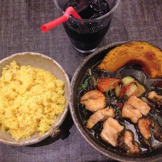エビ&イカが入ったイカ墨スープカレー セピア(薬膳スープカレー・シャナイア (Shania))