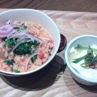 彩り野菜と若鶏のあっさりトマトだしリゾット(カフェドファリニエール)