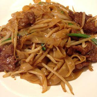 牛肉入り香港きしめんの炒め(中華街 桂宮)