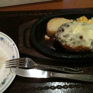 牛肉のチーズハンバーグ(レストラン十勝日本橋店)