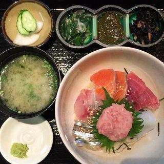 特撰海鮮丼(まました )
