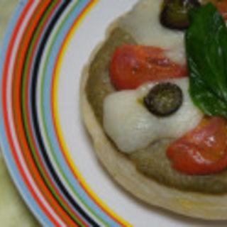 モッツァレラチーズとフルーツトマトのピッツァ (小山菓子店 )
