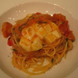 小海老、大葉、モッツァレラチーズのフレッシュトマトスパゲティ(小林食堂 )