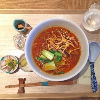 豚肉とタケノコの細切り炒めの酸辣湯麺(はしづめ )