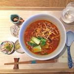 豚肉とタケノコの細切り炒めの酸辣湯麺