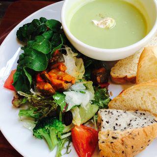 冷製スープとサラダのプレート(イート・モア・グリーンズ (eat more greens))