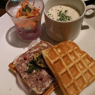 パテドカンパーニュのワッフルサンド(オスロ コーヒー 白金台店 (OSLO COFFEE))