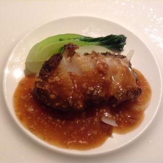 黒鮑のステーキ 大豆ソース(花閒 (かかん))