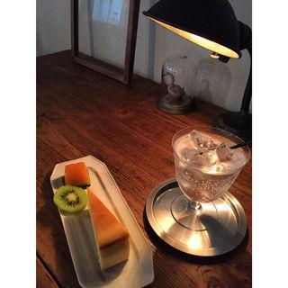 ボトルグリーンとチーズケーキ(レナシェ (RENACHE))