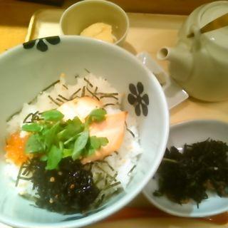 焼き鮭とイクラの親子(だし茶漬け えん 新宿ルミネ店 (だしちゃづけ えん))