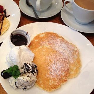 クリームチーズとオレオのパンケーキ(Honey Hunt Café )