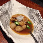沖縄地鶏とコロコロ里芋のあまから煮込み
