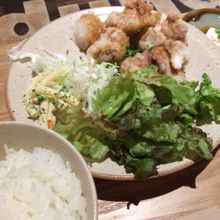鳥の唐揚げおろしポン酢定食(チャムアパートメント (CHUM APARTMENT))