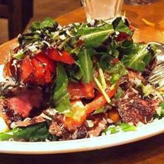 牛もも肉のタリアータ 湘南ルッコラ トマト 井ノ口さんのグラナパダーノ(Fossetta)