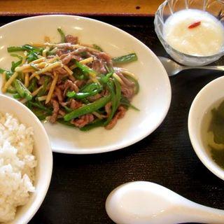 牛肉とピーマンの細切り炒め定食(回頭)