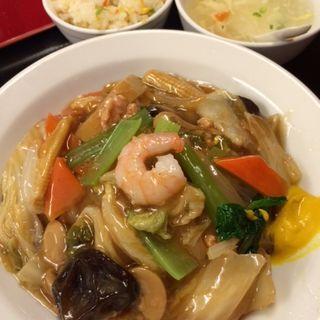 あんかけ焼きそば半炒飯(中国料理東順永 (チュウゴクリョウリトウジュンエイ))