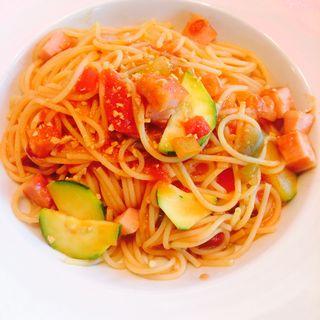 ズッキーニとベーコンのトマトパスタ(渋谷バール&ダイン)