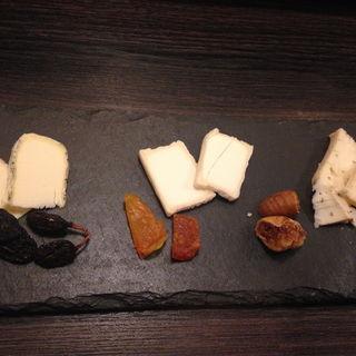 個性的国産チーズの盛り合わせ3種(湘南ファーム )