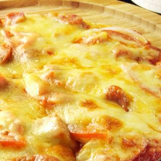 チョリソー・トマト・オニオンのトマトソースピザ(6SENSE 柏店 (シックスセンス))