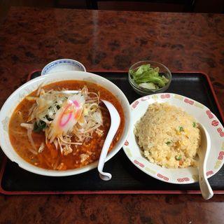 タンタン麺半チャーハンセット(紅灯籠餃子館 )