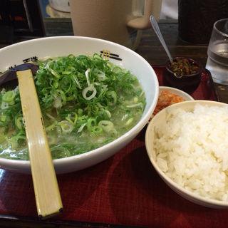 百ねぎラーメン(にんにくらーめん 天洋九条本店 )
