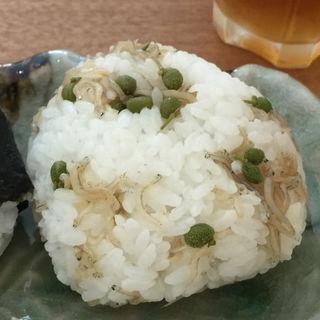 ちりめん山椒おにぎり(精米所カフェ藤原米穀店 )