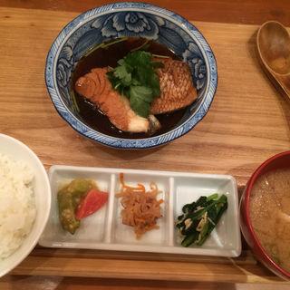 本日の煮魚定食(頂鯛 (itadakitai))