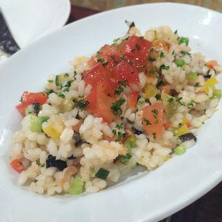 サーモンとお米のサラダ(俺のスパニッシュ)