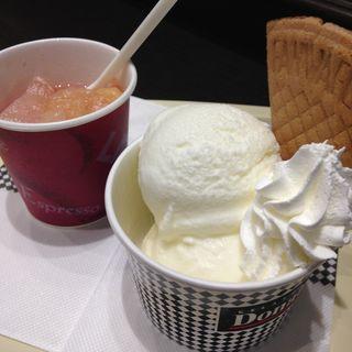 ホワイトクリーム 桃のアフォガード(ドナテロウズ 新宿高島屋タイムズスクエア店 (Donatello's))