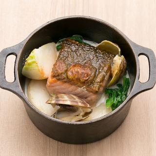秋鮭と蕪、白菜、アサリのクリーム煮(グリーングリル 渋谷店 (GREEN GRILL))