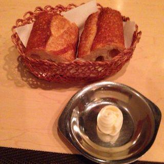 パン(バター付)(TRATTORIA 522 (トラットリア・ゴニーニ))