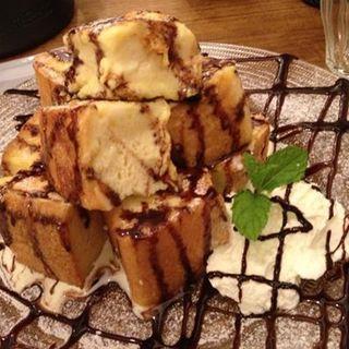 チョコソースのフレンチトースト(オリエンタルカフェ (ORIENTAL CAFE))