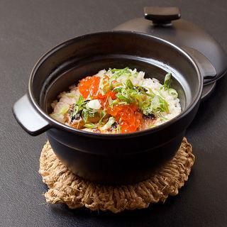鮭ハラスといくらの土鍋御飯(銀波 新宿東口店 (GINPA))