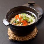 鮭ハラスといくらの土鍋御飯