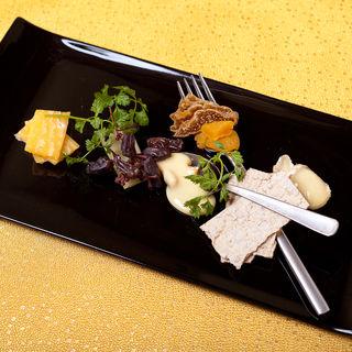 フランス産 チーズ盛り合わせとドライフルーツ(銀波 新宿東口店 (GINPA))