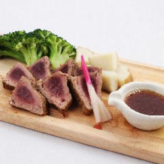 鰹のレアステーキ(肉バル HACHIKU )