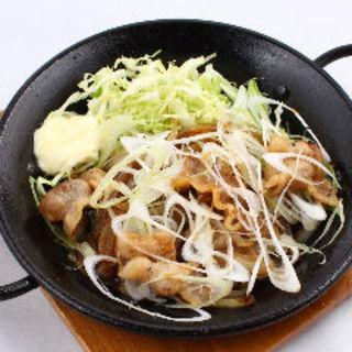 ねぎまみれしょうが焼き(肉バル HACHIKU )