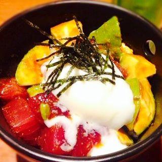マグロとアボカド丼(Anniversary Cafe)