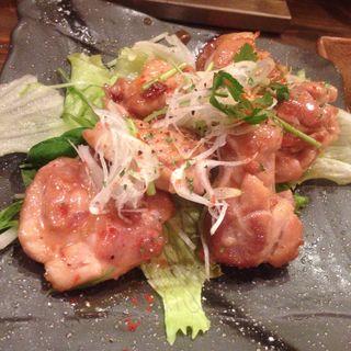 鶏もも肉の酒盗焼(梅田日本酒バルEVISU (エビス))