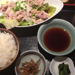 牛しゃぶおろしポン酢定食(角打 丸の内 (かくうちまるのうち))